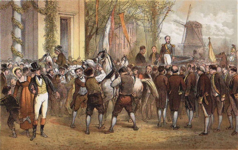 Afbeelding van de aankomst van koning Willem I, staand op een koets, te midden van veel mannen en een paar paarden
