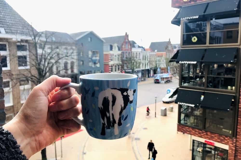 Een koffiemok met filterkoffie. Wil je tips voor het bijverdienen op Marktplaats? Begin met het verkopen van je luxe koffiezetapparaat